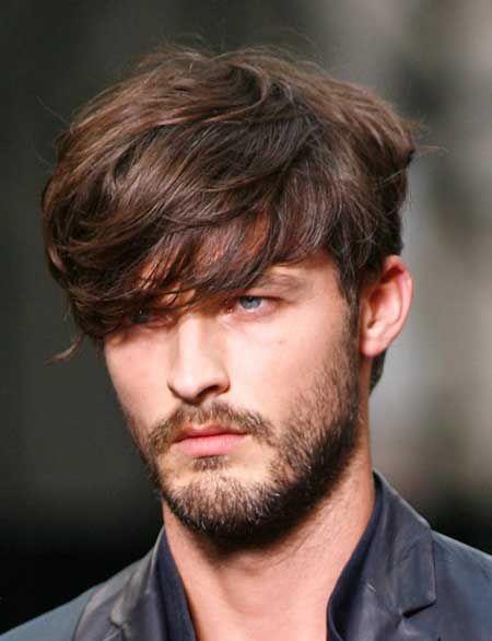 corte de pelo con flequillo al costado hombre