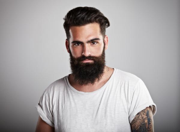 corte de pelo moderno hombre con barba